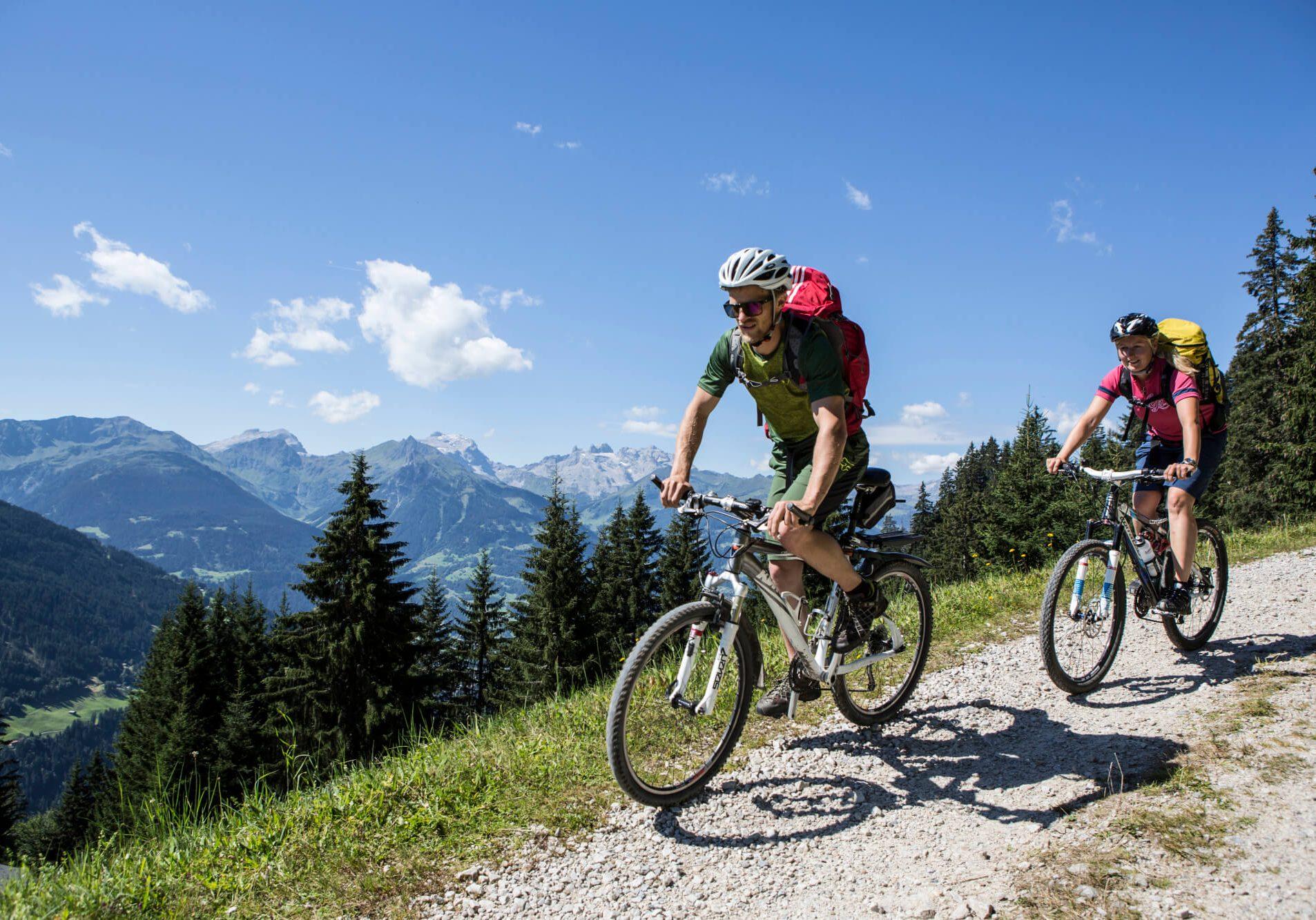 hotel-auhof-schruns-montafon-sommer-biken