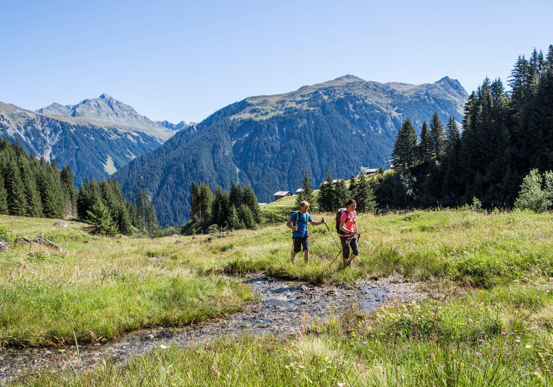 hotel-auhof-schruns-montafon-sommer-wandern